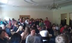 Bild in die Menge bei der Auslosung der Spielpaarungen der ersten Runde bei der TAC WM 2011