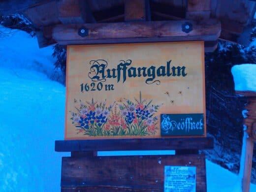 Schild der Auffangalm am Fusse der Rodelbahn