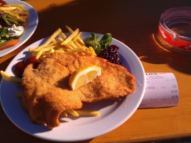 Schnitzel im Panoramarestaurant Kreuzjoch (Skigebiet Schlick 2000)