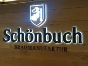 Bild von einer Zwischenwand mit Logo der Brauerei Schönbuch