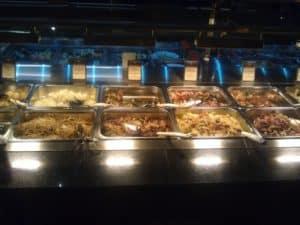 Teil des fertigen warmen Buffets