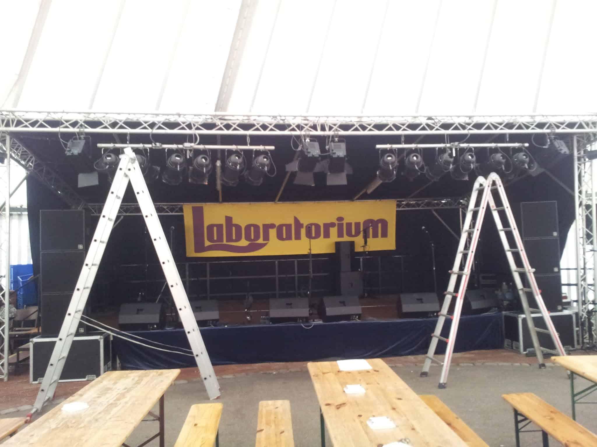 Bild von der Bühne, bevor alles los ging..
