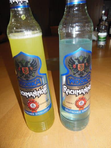 Bild von der Schlumpfpisse - Wodka mit Bonbons gefärbt
