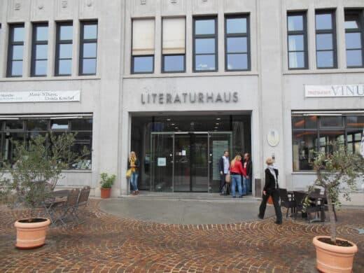 Bild vom Eingang des Literaturhauses