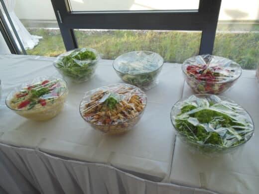 Bild der Salate auf der Vorabendparty des Barcamps Stuttgart