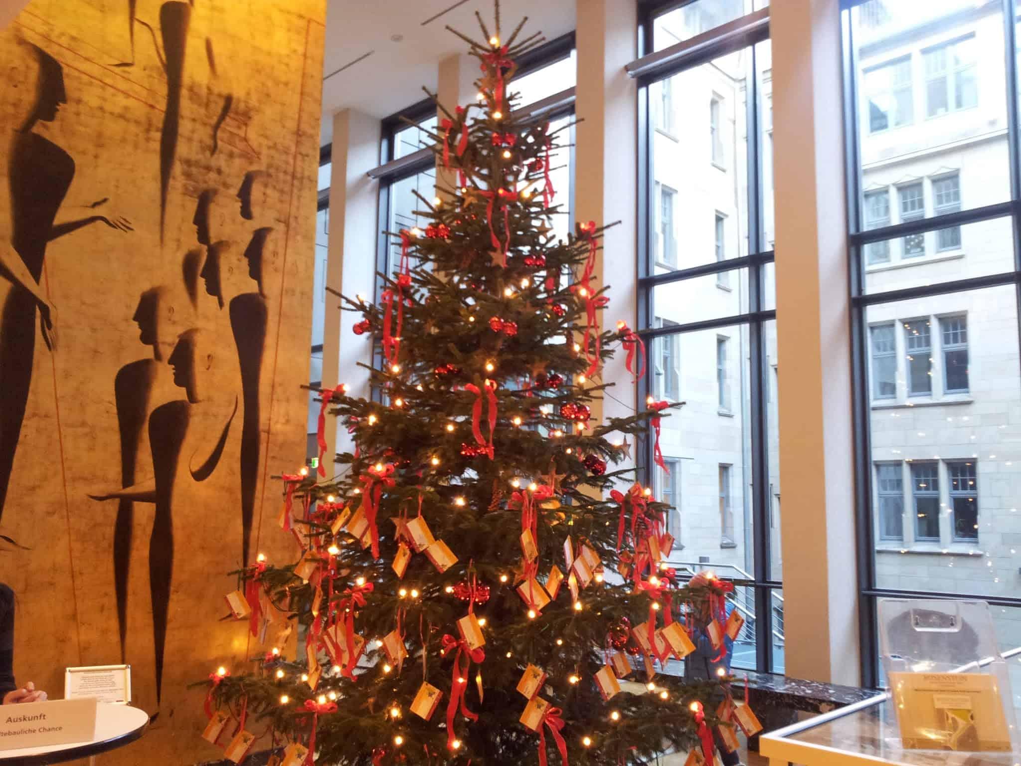 Kinderwunschbaum 2012 im Rathaus Stuttgart