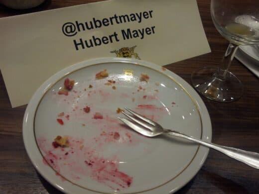 Bild von meinem leeren Teller mit Namensschild