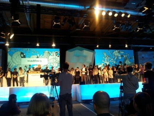 Bild von der Abschlussession der re:publica mit den Helfern auf der Bühne