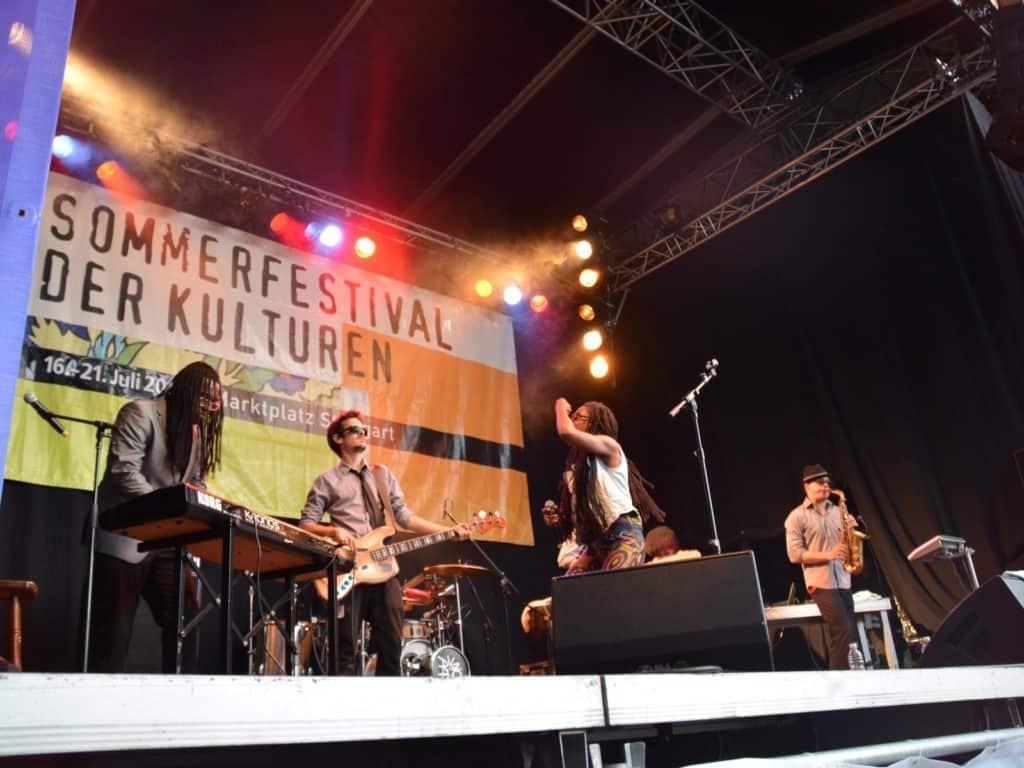 Akua Naru & The DIGFLO Band beim Sommerfestival der Kulturen 2013 in Stuttgart
