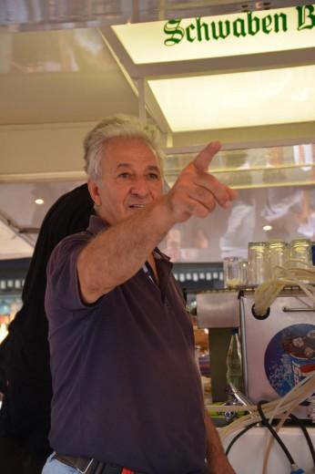 Mein Lieblingsstandleiter Kosta beim Festival der Kulturen  Kosta
