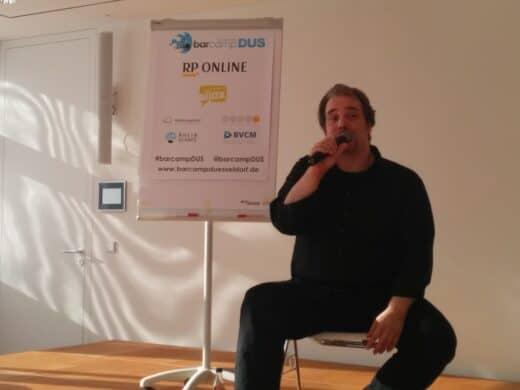 Organisator Stefan Evertz bei der Abschlussrunde - den Sponsoren sei gedankt für ein großartiges Barcamp Düsseldorf