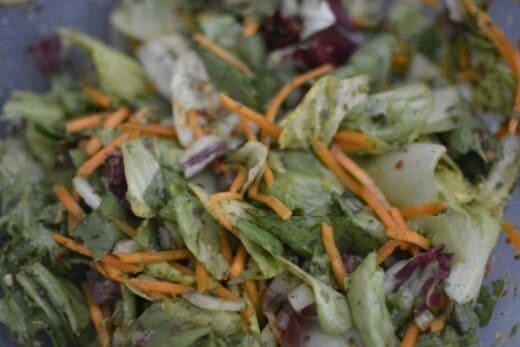 Einmal Salat bei den heißen Temperaturen angerichet mit den GEFRO Salat Zubereitungen