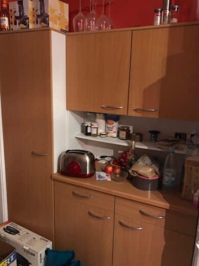 Küchenbuffet und Schrank, momentan zugemüllt...
