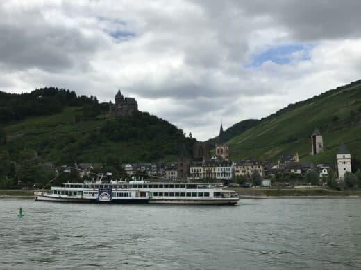 Random Ort während der tollen Schifffahrt auf dem Rhein