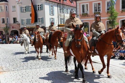 Reiter beim Umzug auf dem Frundsbergfest 2018 in Mindelheim