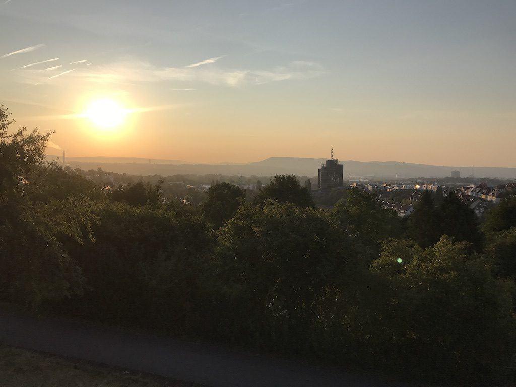 Sonnenaufgang über Stuttgart vom Wartberg aus