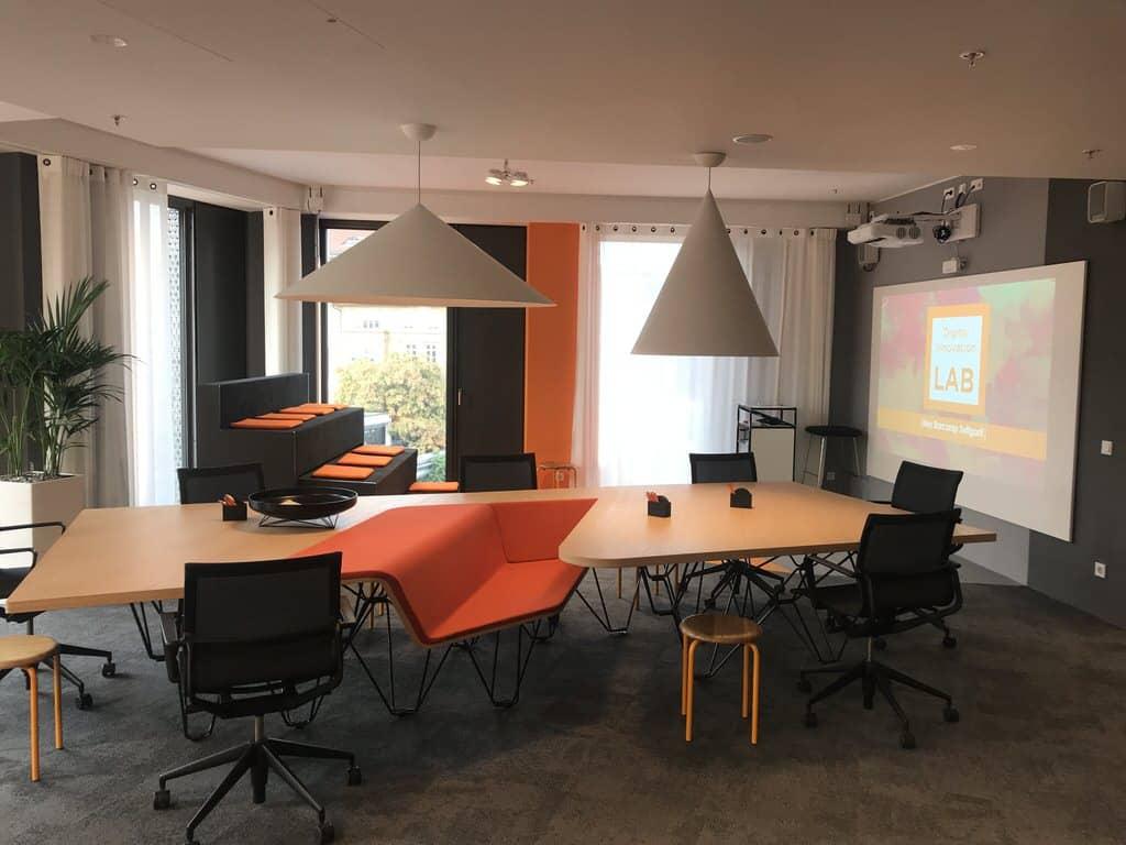 Ein Blick in die Räumlichkeiten des Sponsors INFOMOTION Digital Innovation Lab