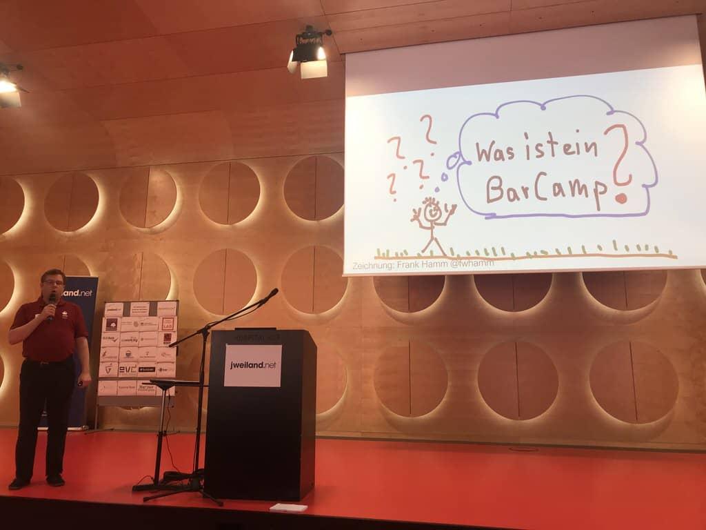 Jan bei der Begrüßung beim Stuttgarter Barcamp 2018