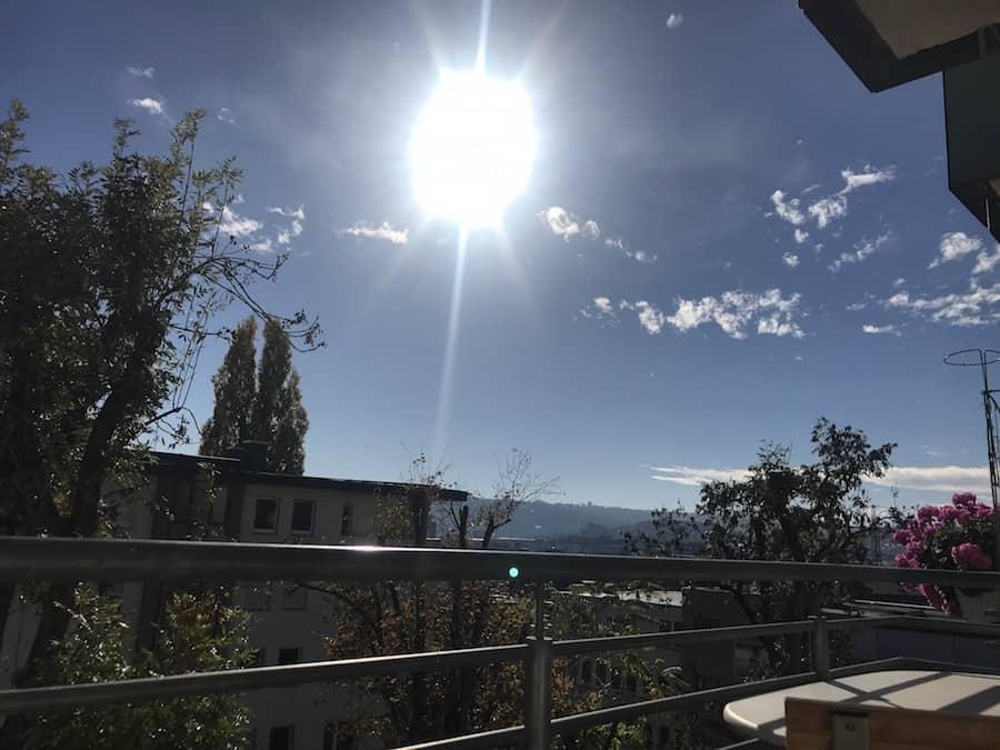 Meine Blickrichtung, wenn ich auf dem Balkon liege und die Sonne genieße