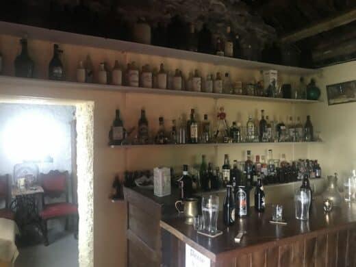 Blick in den Pub des Glencolumbkille Folk Village Museum