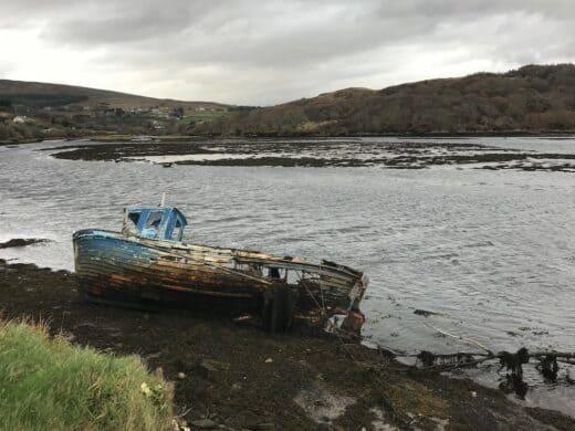 Vertrauenswürdiges Boot in der Teelin Bay
