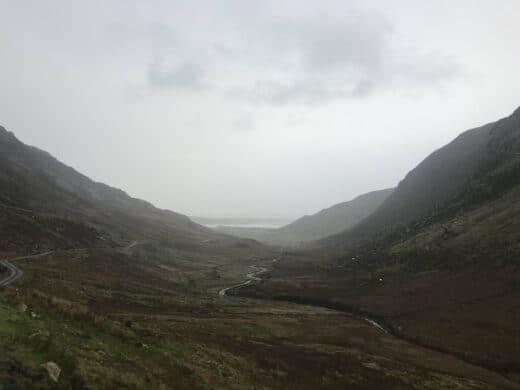 Ein Blick zurück ins Tal hinter dem Wasserfall