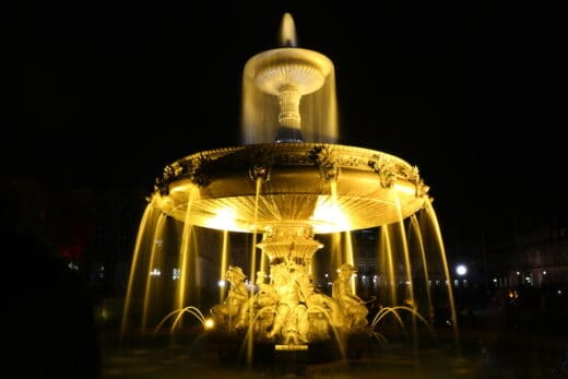 Brunnen am Schlossplatz Stuttgart bei Stuttgart leuchtet 2018