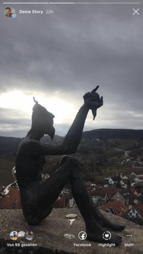 Der Weingeist, der über Stetten wacht mit meinem ersten Wein beim WinterWeinwandern