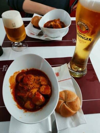 Currywurst und Bier -Pommes gab es mangels Kühlung nicht zum Frühstück ;)