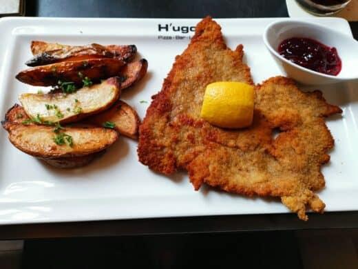 Wiener Schnitzel von der Mittagskarte im Hugo's Hannover