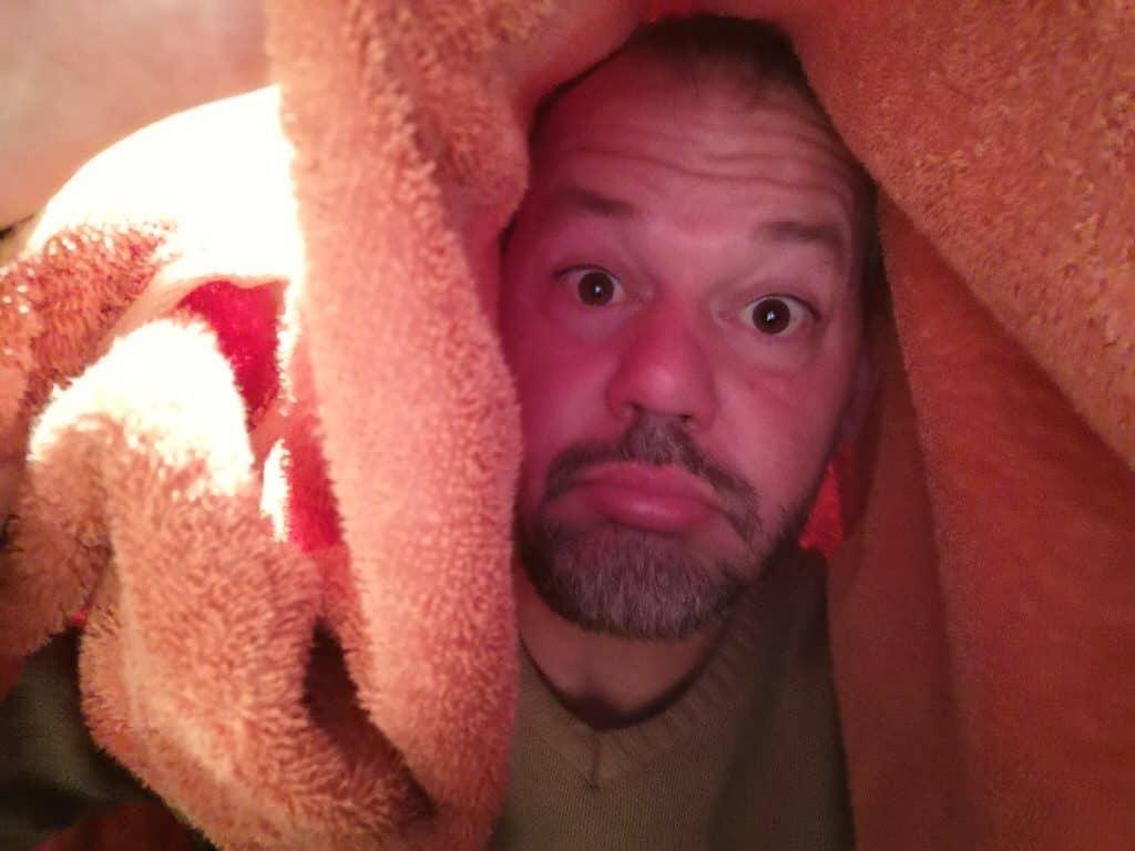 Ich unter dem Handtuch beim Inhalieren....