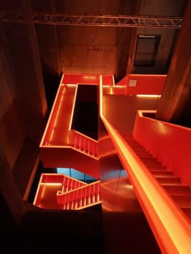 Das hintere Treppenhaus im Ruhr Museum war schon ein klein wenig begeisternd... so orange leuchtend