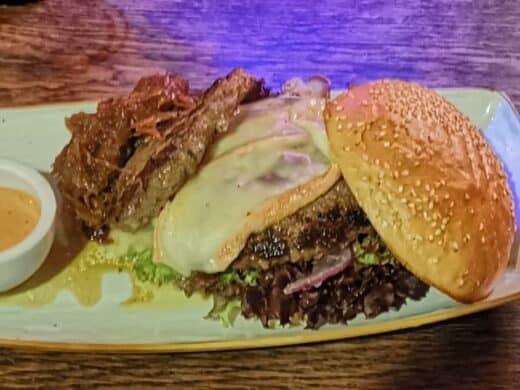 """Der """"Lecker Royal"""" Burger mit nem extra Patty und extra Zwiebeln in der Nachtschicht Stuttgart-Obertürkheim"""