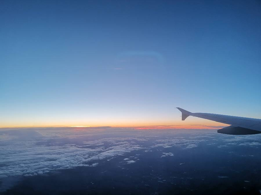 Ja, schon ganz nett, so einen Sonnenuntergang im Flugzeug...