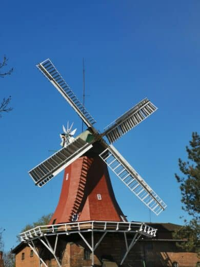 Windmühle am Rande der Dove Elbe