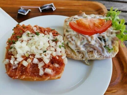 Mett- und Fleischsalatbrötchen vom Schanzenbäcker in Hamburg