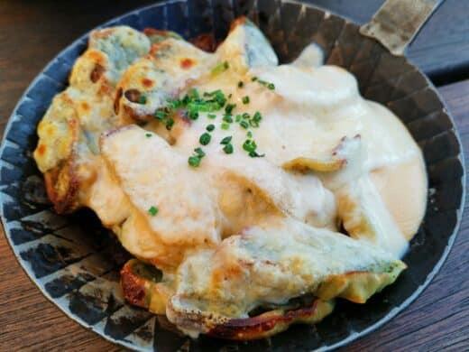 Maultaschen in Käsesosse mit Käse überbacken im Tobi's Stuttgart im Pfännchen