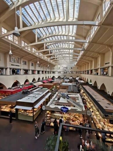 Überblick von Empore über die Markthalle in Stuttgart