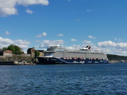 Die Mein Schiff 1 vor der Festung Akershus