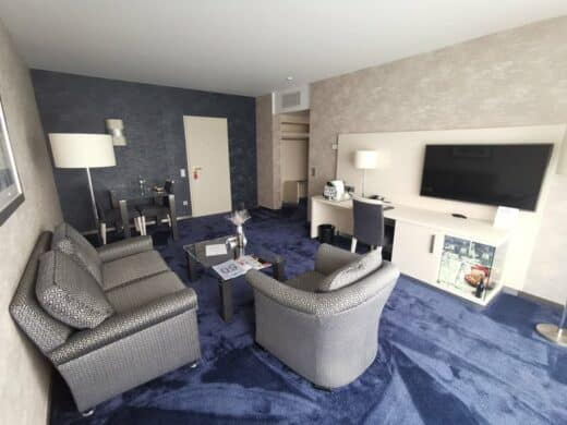 Wohnraum in der Panorama Suite im Maritim Hotel Bonn
