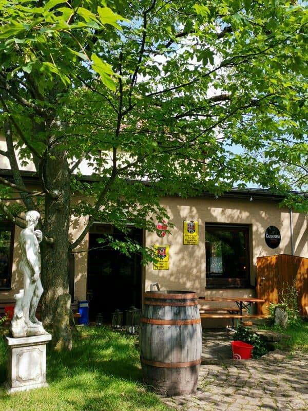Das Restaurant Friedrichsruh vom Garten her