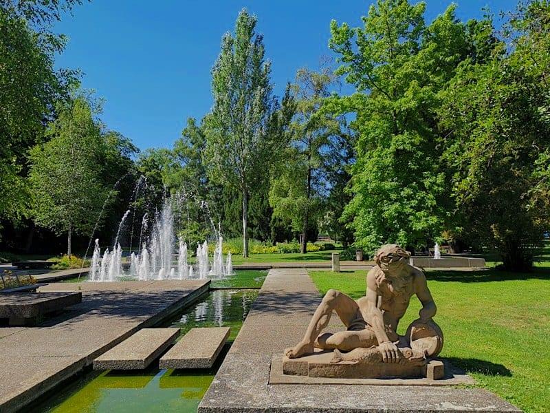 Statue im Mittleren Schloßgarten vor dem Brunnen