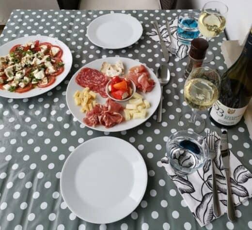 Tapas bei Nic auf dem Balkon (Salani, Schinken, Käse, Tomate+Mozzarella und mehr)