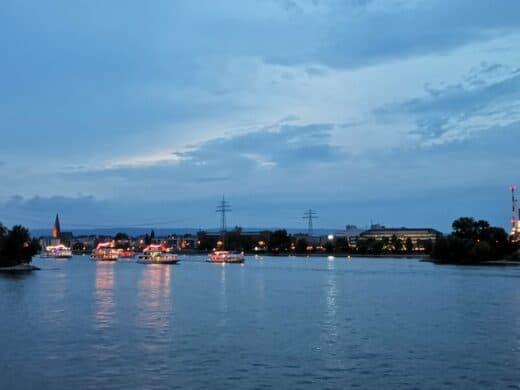 Die Schiffe sammeln sich für die Mainzer Sommerlichter