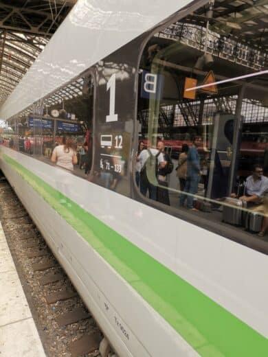 Der grüne ICE sollte uns auf unserer ersten Etappe nach Köln bringen