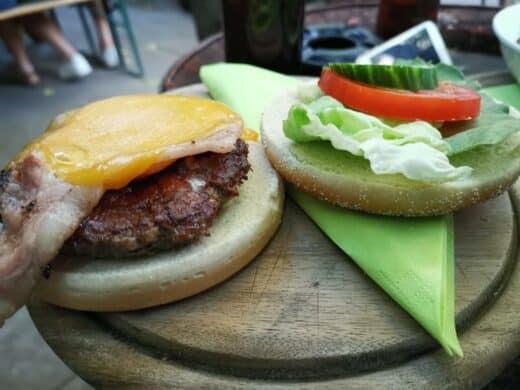 Bacon Cheese Burger im O'Reillys's im Stuttgarter Westen
