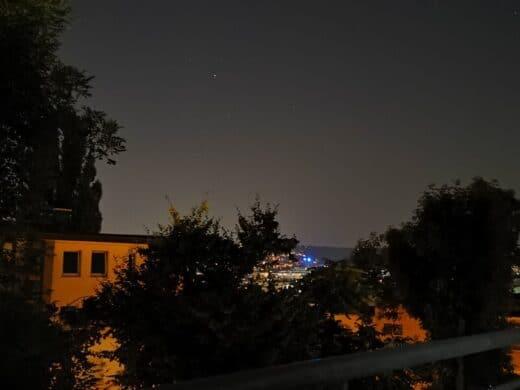 Der nächtliche Ausblick von meinem Balkon mitten in Stuttgart
