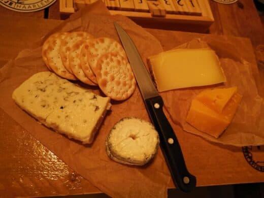Käseplatte in der Uiltje Bar zu später Stunde