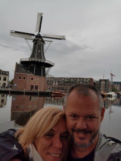 Nic und ich vor der Mole de Adriaan in Haarlem