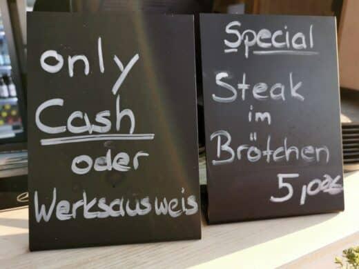 cash only... tja, da komme ich auch nicht wieder, liebes Mercedes-Benz-Museum